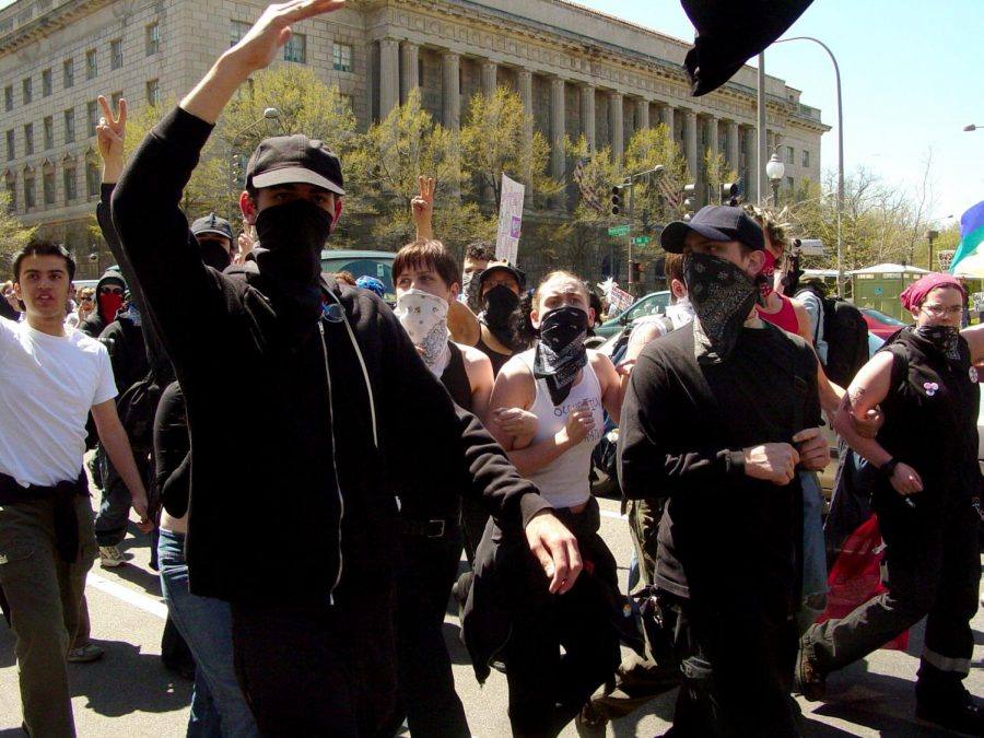 Antifa+members+protesting+in+the+wake+of+Trump%27s+election.