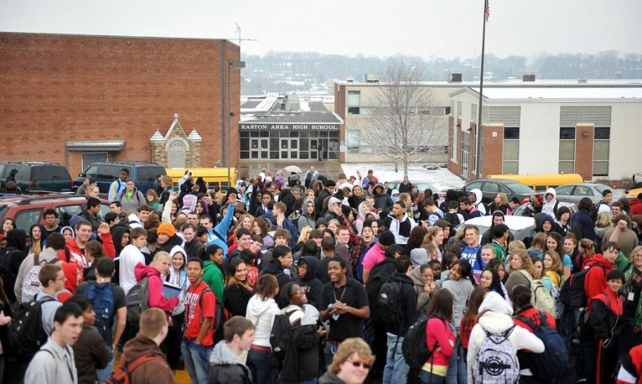 High+school+students+evacuate+the+building+after+school+shooting.+